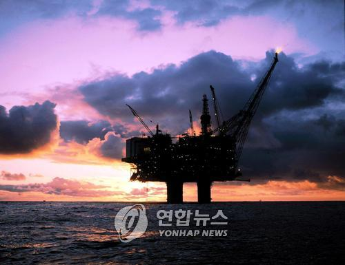 국제유가, OPEC 추가감산 전망에 강세…WTI 1.8%↑