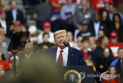 """트럼프, 野탄핵 압박 속 첫 대형유세 """"민주, 역풍 맞을 것"""""""