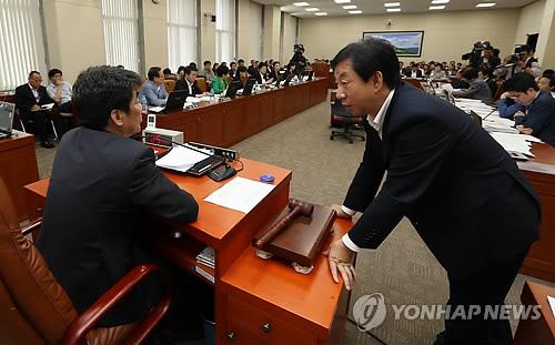 김성태 '이석채 국감 증인채택 무마 의혹'에 신계륜 증인채택