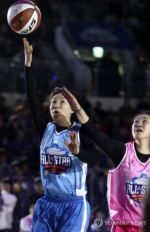 45세 농구 선수 김영옥, 전국체전 銀…'시계 형님도 1살 동생'