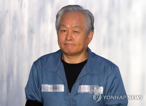 """법원 """"재소자 '황제접견' 변호사 징계 적법""""…6개월간 1천500회"""