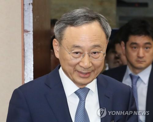 '경영고문 부정위촉 의혹' KT 황창규 회장, 경찰 출석