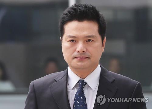 """""""김태우, 감찰직전 유심교체 정황""""…청와대 직원, 재판서 증언"""