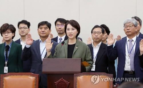 13개 상임위서 국정감사 일제히 착수…불붙는 '조국 공방'
