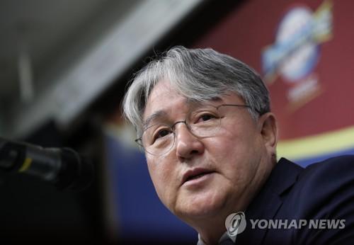 """김경문 감독 """"오래 호흡한 최일언 투수 코치, 대표팀으로"""""""