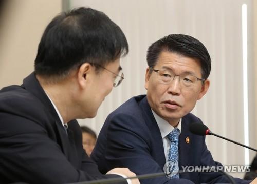 """은성수 """"DLF 사태 송구…재발 막을 근본적 개선안 마련할 것"""""""