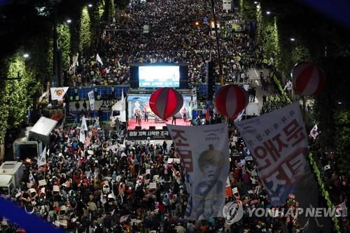 서초동서 '검찰개혁' 대규모 집회…'조국규탄' 맞불집회도