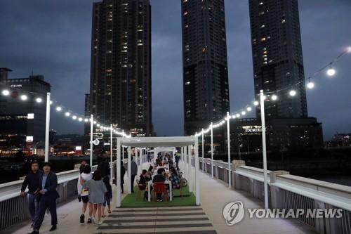 울산교 야외 카페 '배달의 다리' 제막
