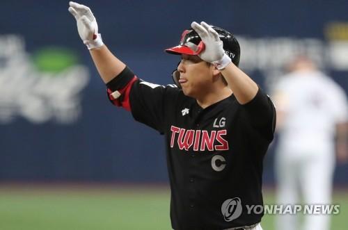 페게로도 쳤다…LG, 김현수만 터지면 된다