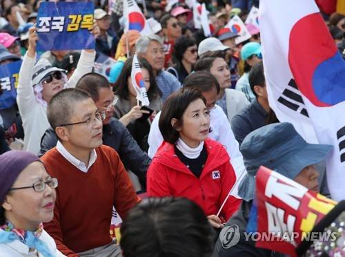 보수단체 '文대통령·조국 규탄' 서울 도심 대규모 집회