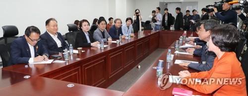 """與, 검찰개혁 이행점검 당정협의 추진…""""직접수사 더 축소해야"""""""