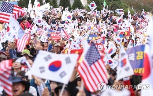 [국감현장] 보수집회 참가자들 '군복 무단착용' 위법 논란