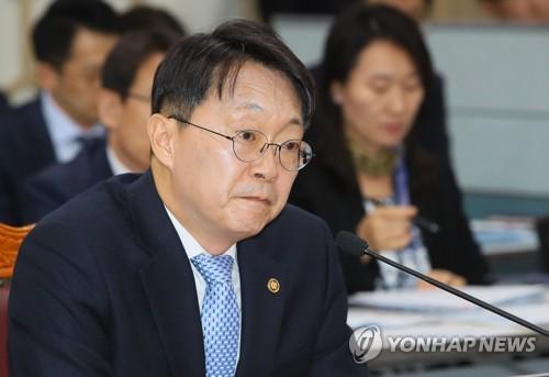 [국감현장] 국세청 국감장에서도 반복된 조국 장관 공방