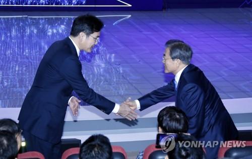 삼성 다시찾은 文대통령…기업 발맞추며 경제활력 제고 '총력전'
