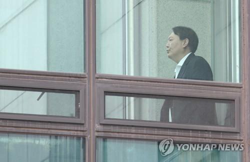 윤석열, '윤중천 접대' 의혹 보도한 기자 서부지검에 고소