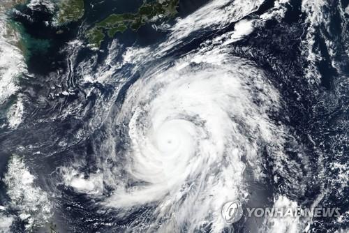 """日, 초강력 태풍에 '초긴장'…""""1천200명 희생 최악 태풍에 필적""""(종합)"""