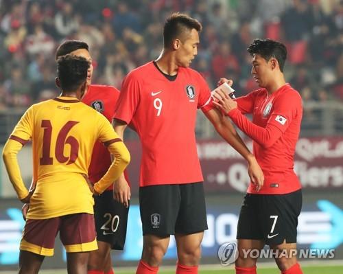 """손흥민 """"5-0으로 전반 마치고 나서 더 많은 골을 넣자고 했다"""""""