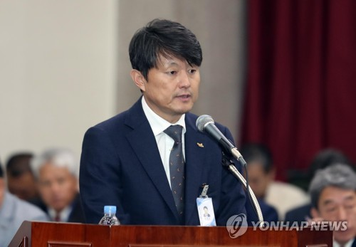 """[국감현장] 유재수 부산시 부시장, 야권 공세에 """"경미한 품위 위반"""""""