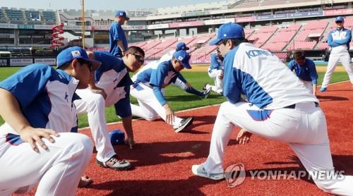 """프리미어12 대표팀, 선수 9명으로 훈련 시작…""""몸풀기부터"""""""