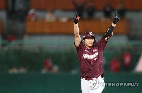 키움 김하성 초지 일관 과감한 스윙 이 승리 를 불렀다