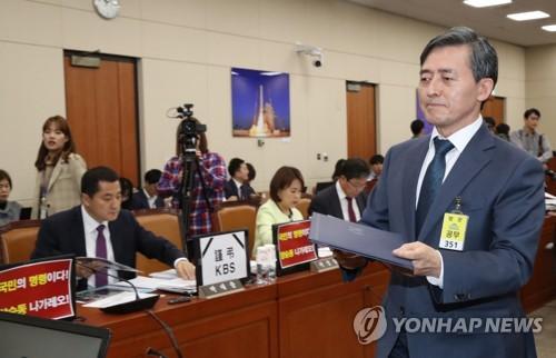 """野 """"KBS, 논객 유시민에 굴복하고 조국 지키기"""" 맹공"""