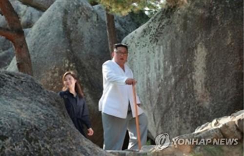 김정은, 과감한 '선대' 넘어서기…北에선 이례적 통치스타일