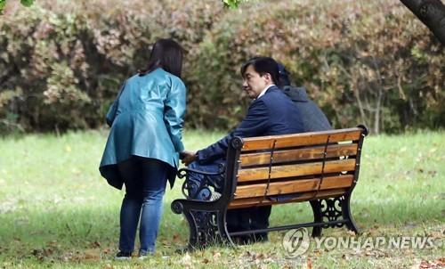 검찰, 조국 조사 앞두고 혐의 다지기…정경심 이틀만에 소환
