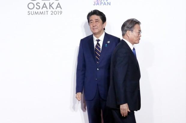 문재인 대통령, 일본 아베 신조 총리 /사진=연합뉴스