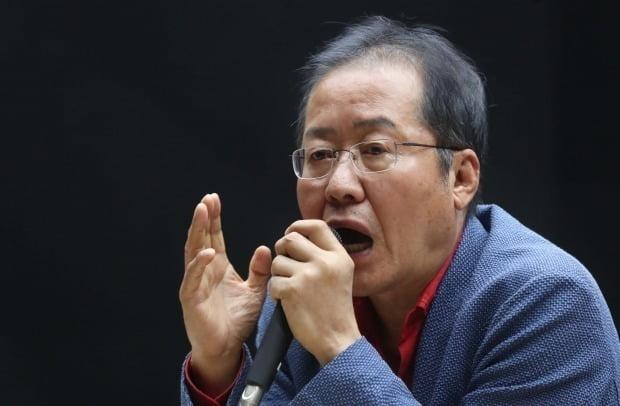 홍준표 전 자유한국당 대표가 지난 3일 경남 창원대에서 강연하고 있다. / 사진=연합뉴스
