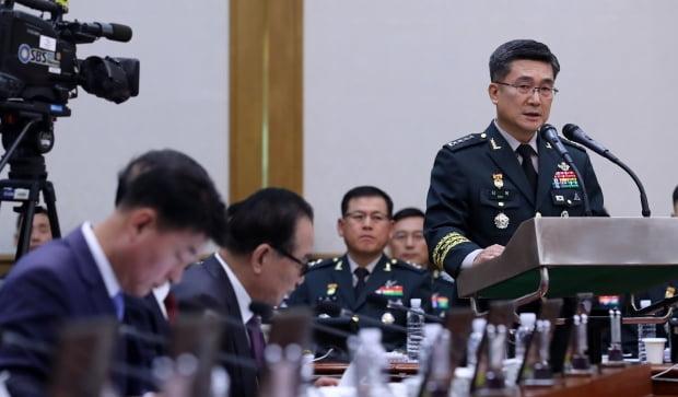 서욱 육군참모총장이 11일 충남 계룡대에서 열린 국회 국방위의 육군본부 등에 대한 국정감사에서 인사말을 하고 있다.