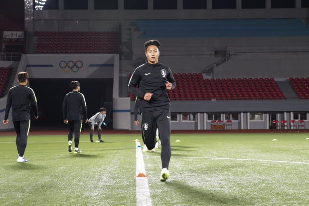 김일성경기장서 훈련하는 축구 대표팀/사진=대한축구협회 제공