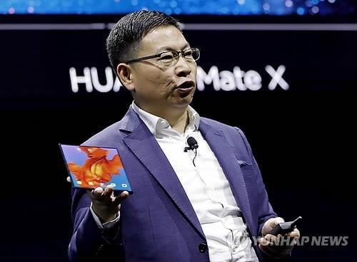 MWC에서 공개된 폴더블폰 '메이트X'(사진=연합뉴스)