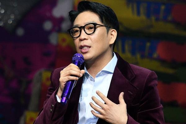 '병역 기피' 논란을 일으켰던 가수 MC몽이 지난달 25일 서울 자양동 예스24 라이브홀에서 열린 여덟 번째 정규 앨범 '채널 8(CHANNEL 8)'발매 기념 음감회에 참석해 질문에 답하고 있다. / 최혁 한경닷컴 기자 chokob@hankyung.com