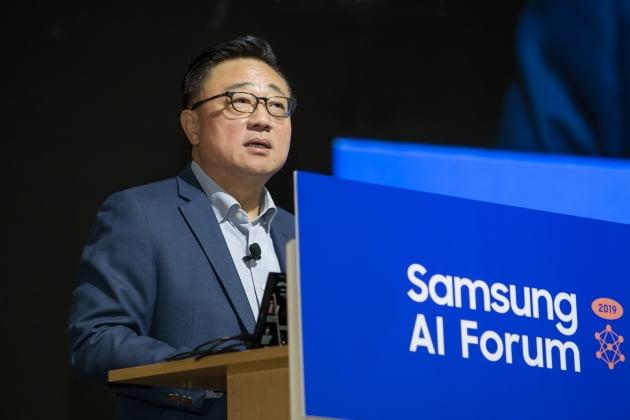 5일 삼성전자 서울R&D캠퍼스에서 열린 '삼성 AI 포럼 2019'에서 고동진 사장이 개회사를 하고 있다. 삼성전자 제공.