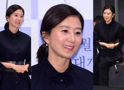김희애, 반짝이는 피부…이건 '특급' 미모야