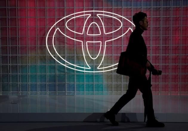 일본 교도통신은 도요타가 회계연도 기준으로 상반기에 해당하는 올해 4~9월 연결 재무제표 기준 매출액이 전년동기대비 4.2% 증가한 15조2855억엔(약 163조1620억원)을 기록했다고 보도했다.  [사진=로이터 연합뉴스]