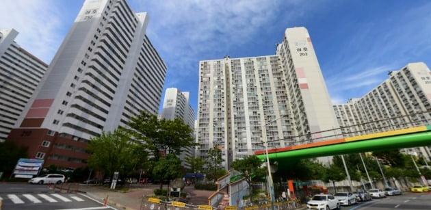 매매가격과 전세가격의 차이가 거의 없어 갭투자자들이 몰렸던 전남 광양 중동의 한 아파트 단지. 네이버거리뷰 캡처