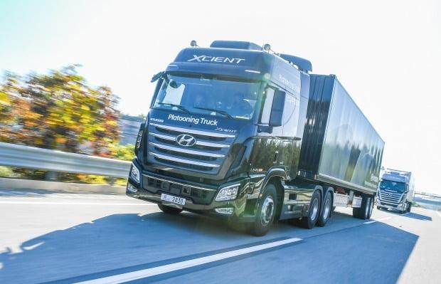 현대차가 자율주행 기술을 활용한 대형트럭 군집주행에 성공했다. 사진=현대자동차