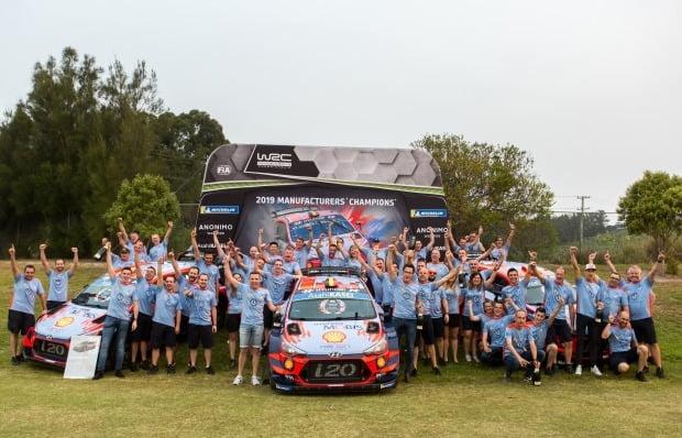 현대 월드랠리팀이 2019 월드 랠리 챔피언십(WRC) 제조사 부문 종합 우승을 확정 짓고 세레모니를 하고 있다. 사진=현대자동차