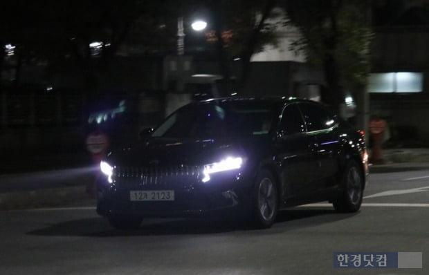 야간 주행 중인 K7 프리미어 하이브리드 모델. 사진=오세성 한경닷컴 기자