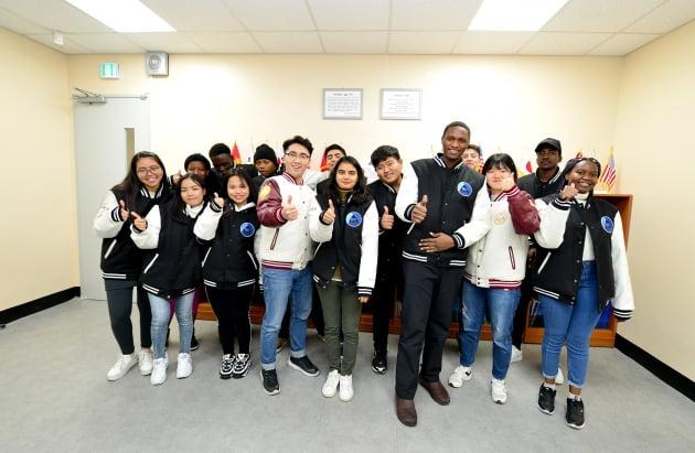 백석대 총학생회, 외국인 유학생에게 겨울 점퍼 전달