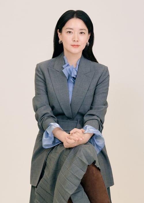 영화 '나를 찾아줘' 이영애/사진=워너브러더스코리아, 굳피플