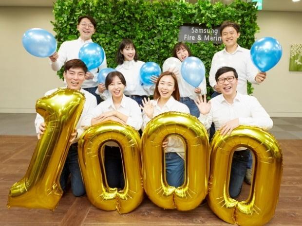 삼성화재 직원들이 1000만고객 달성을 축하하고 있다.(사진=삼성화재)