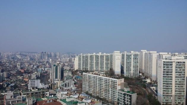 서울시의공동주택리모델링시범단지에선정돼사업을추진중인서울중구신당동'남산타운'아파트매매가가상승세를보이고있다. /굿모닝공인 제공