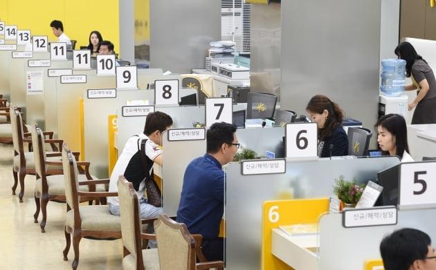 4대 금융지주 올 이자이익 '30조' 돌파할 듯…역대급 '돈장사'