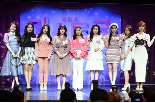 박성연(왼쪽부터), 숙행, 정다경, 정미애, 송가인, 홍자, 두리, 김소유, 하유비 /사진=한경DB