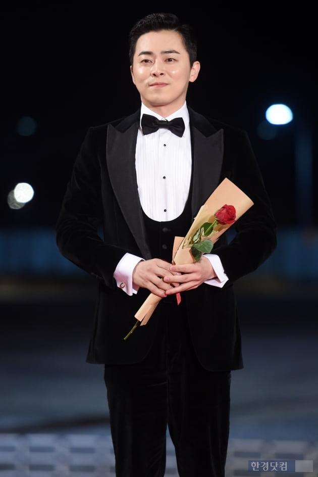 HK직캠 '훈내 폴폴~' 레드카펫에서도 눈 뗄 수 없는 멋진 모습 (청룡영화상)