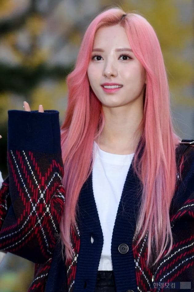 [포토] 우주소녀 보나, '핑크빛 머리도 찰떡이네~'