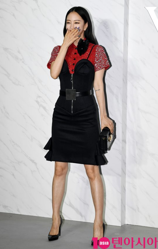 배우 한예슬이 31일 오후 인천광역시 운서동 인천국제공항 격납고에서 열린 루이비통(Louis Vuitton) 포토콜 행사에 참석하고 있다.