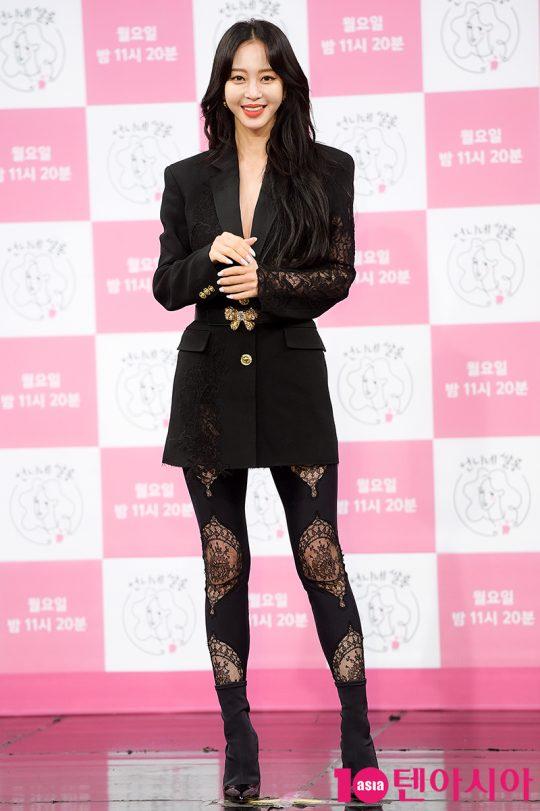 배우 한예슬은 뷰티 프로그램 MC답게 화려한 패션으로 시선을 끌었다. /서예진 기자 yejin@